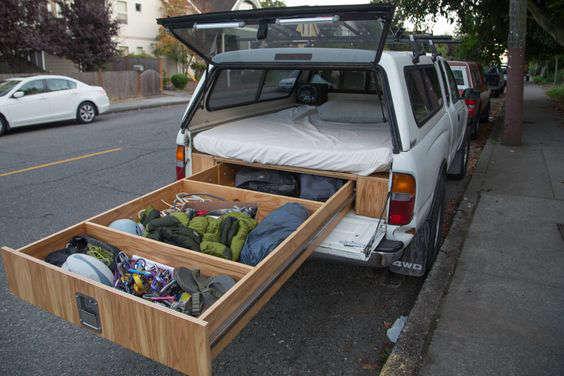 Fabriquer un lit dans une voiture, une camionnette