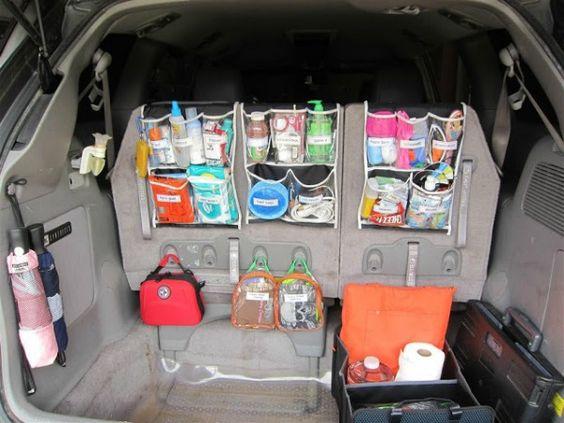 Support pour la banquette arrière dans la voiture pour ranger sa voiture